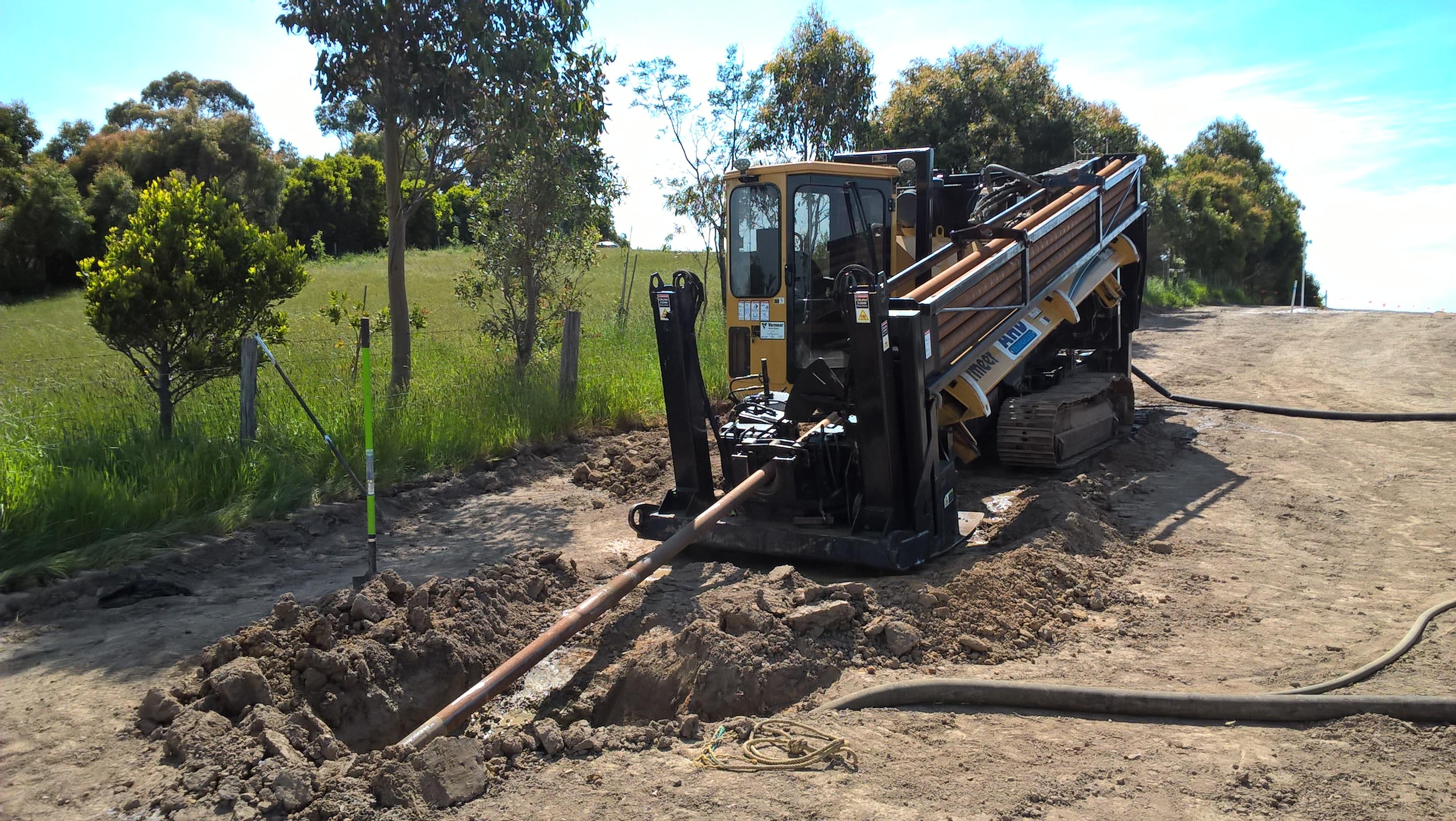 Digger laying pipes