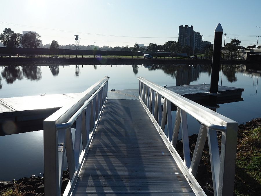 New floating pontoon on Maribyrnong River